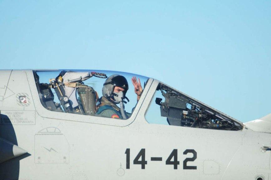 Despedida antes de inicio de una misión con F.1 (Fuente: Miguel Hernández/www.ejercitodelaire.mde.es)