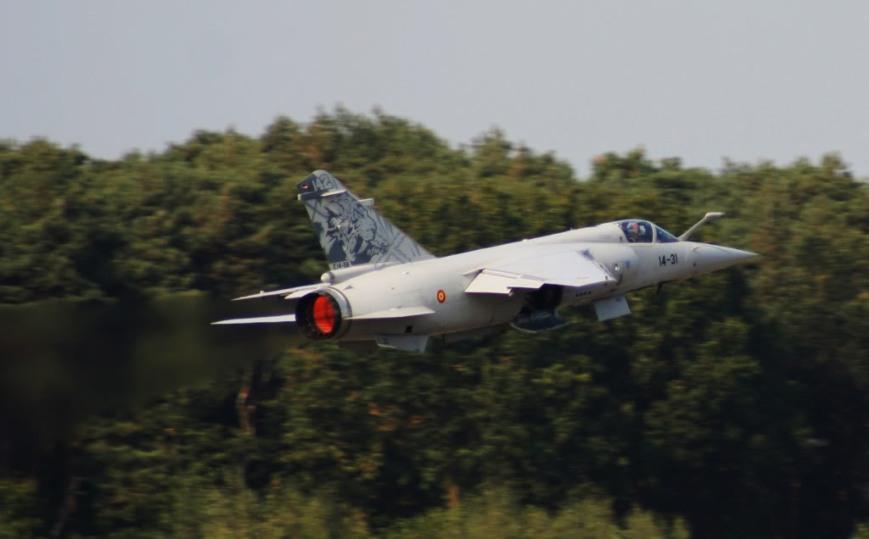 Dassault F.1M Mirage acelerando durante un ejercicio perteneciente al Tiger Meet