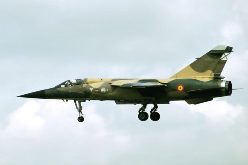 Mirage F.1CE con el esquema de pintura primitivo, anterior al gris de baja visibilidad (fuente: http://forum.scramble.nl)
