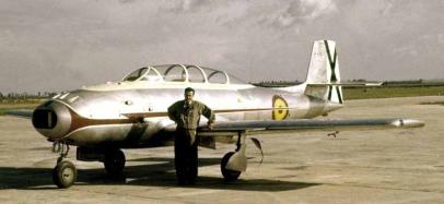 Fernando de Juan Valiente posa orgulloso delante de su avión en San Pablo (Fuente: Archivo J. A. Guerrero)