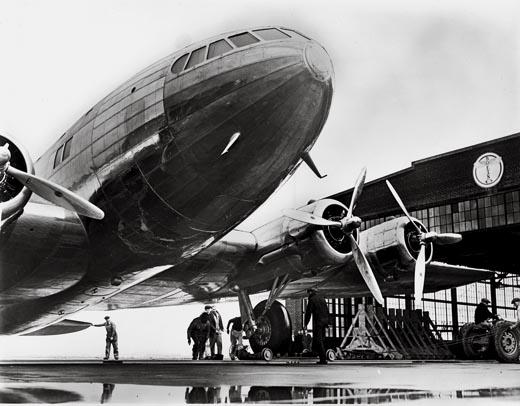 Boeing 307 Stratoliner. Puede observarse la sección circular del fuselaje que distribuía mejor la carga ejercida sobre el mismo por el sistema de presurización (Fuente: NASM/www.airspacemag.com)