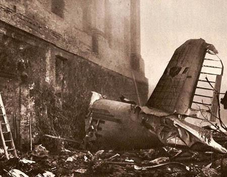 Esta famosa fotografía muestra sin ningún filtro la brutalidad del impacto (Fuente deportexpress.files.wordpress.com)
