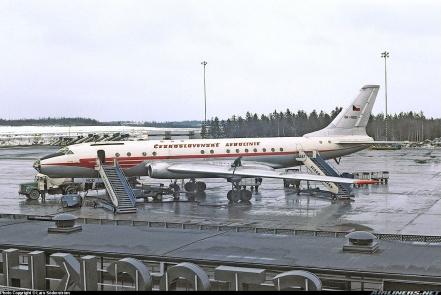 Un Tu-104A de la compañía checa CSA realizando una escala técnica en el aeropuerto de Arlanda (Estocolmo). Esta compañía operó desde 1957 seis aviones de este tipo (Fuente: Lars Söderström/Airliners.net)