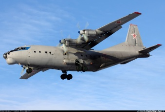 Antonov An-12BK de las Fuerzas Aéreas Rusas. Esta versión tenía incrementada su carta de pago, así como aviónica más moderna y una APU mejorada. Obsérvese la instalación de los dos cañones Nudelman-Rikhter NR-23 en la torreta de popa (Fuente: Igor Dvurekov/Airliners.net)