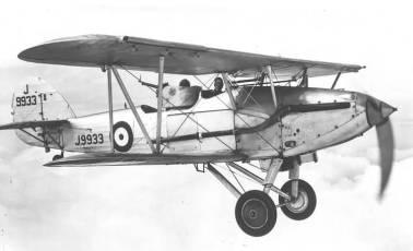 Hawker Demon de la RAF, con la torreta trasera instalada. El avión contaba con otras dos ametralladoras delanteras Vickers 7.7 mm y accionadas por el piloto (Fuente: 1000aircraftphotos.com)