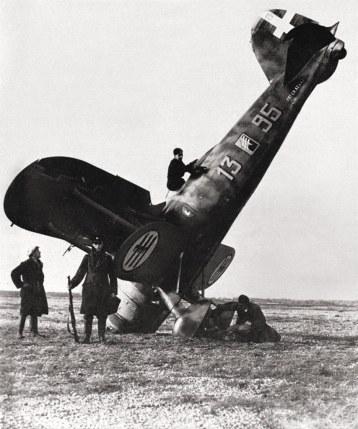 C.R.42bis (MM5701) tras aterrizar de emergencia en la playa de Orfordness, el 11 de noviembre de 1940