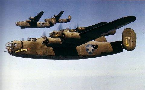 Bombarderos B-24D del 93 Grupo de Bombardeo de la 8ª Fuerza Aérea