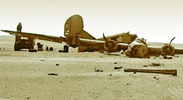 """El """"Lady Be Good"""" tal como fue encontrado en el desierto de Libia en 1959 (Fuente: U.S. Air Force)"""