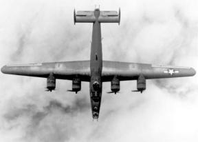 En esta espectacular vista superior de un Liberator en vuelo podemos definir perfectamente su perfil