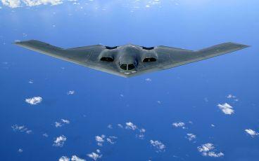 Un B-2A Spirit en vuelo sobre el pacífico. De este modelo de bombardero estratégico se construyeron 21 ejemplares. Un aeroplano futurista que sin embargo utiliza básicamente conceptos probados en 1945