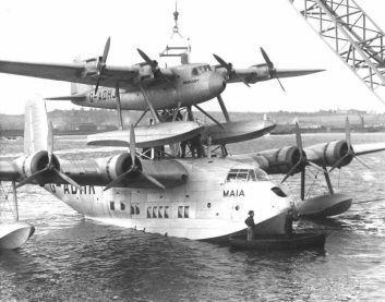 Cargando a Mercury sobre el lomo de Maia en el puerto de Southampton en 1938 (fuente: daveg4otu.tripod.com)