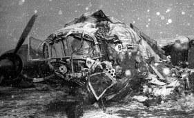 Imagen del Airspeed destrozado mientras empieza a cubrirse por un manto de nieve (fuente: AP photo)