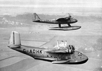 Espectacular imagen en que ambos aviones se separan para iniciar vuelo por separado. Maia y Mercury operaron juntos solo en dos travesías, ambas en 1938.