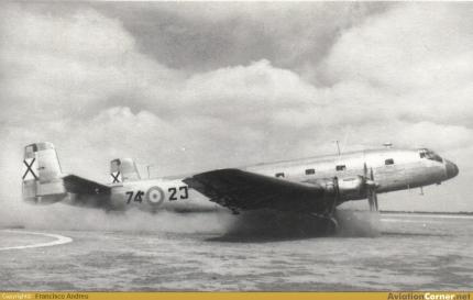 Magnífica imagen del 74-23 carreteando en Matacán. La foto está fechada en 1954 (Fuente: Francisco Andreu/AviationCorner.net)