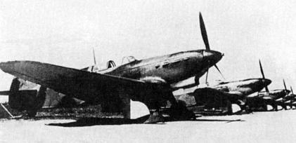 Línea de combate de Yak-1b, ya con mástiles radio