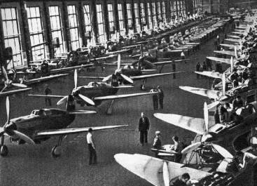 Fabricación masiva de los Yak-1 en Kamensk-Uralsk. Contando con los Yak-3, -7 y -9, la producción total ascendió a unos astronómicos 37.000 ejemplares