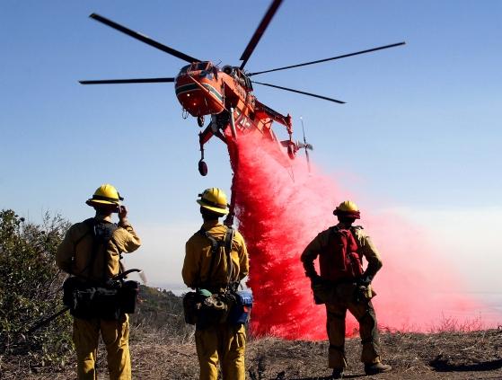 Un S-64E de Erikson Air Crane en lucha contraincendios en California (fuente: Jonathan Alcorn)